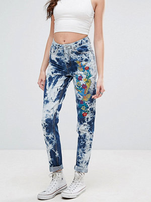 Glamorous Festival Acid Wash Mom Jeans With Embroidery