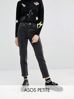 """ASOS Petite Farleigh Jeans i """"mom jeans""""-modell med hög midja och smal passform i svarttvätt"""
