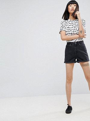 ASOS DESIGN Tvättad svarta Ritson mom-shorts