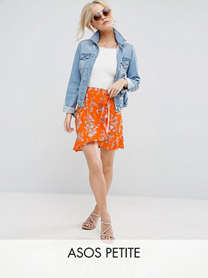 ASOS Petite Blommig minikjol i omlottmodell med knytband i midjan Orange