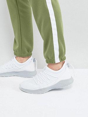 Sneakers & streetskor - Jordan Nike Jordan Formula 23 Toggle Trainers In White 908859-100
