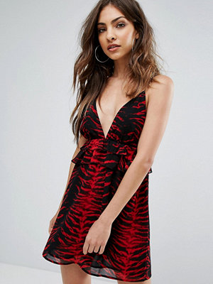 PrettyLittleThing Tiger Print Frill Shift Dress
