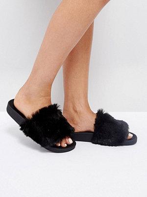Sandaler & sandaletter - THEWHITEBRAND Black Faux Fur Slides