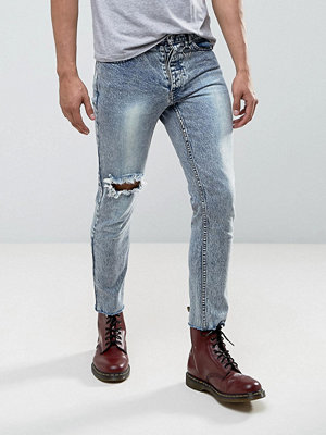 Jeans - Mennace Skinny Cropped Jeans In Acid Wash With Piercing Ring