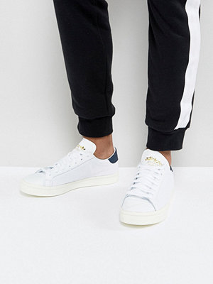 Sneakers & streetskor - Adidas Originals Court Vantage Trainers In White BZ0427