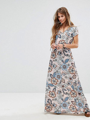 Liquorish Maxi Dress In Large Floral Print