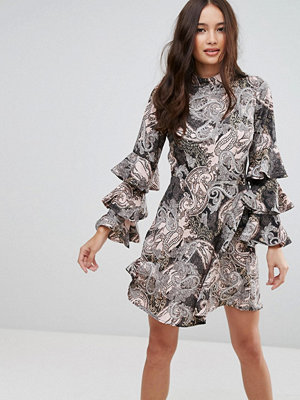 Influence Paisley Dress With Ruffle Sleeves