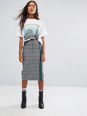 STYLE NANDA STYLENANDA Pencil Skirt With Sporty Stripe In Check