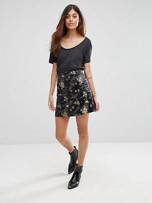 Qed London Floral Mini Skirt
