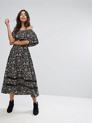 PrettyLittleThing Bardot Printed Midi Dress