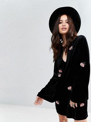Honey Punch Long Sleeve Swing Dress In Floral Embroidered Velvet