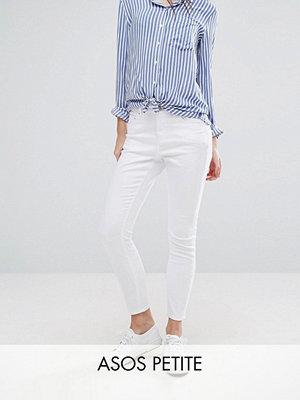 ASOS Petite BeskrivningASOS DESIGN Petite Ridley Skinny jeans med hög midja i vitt