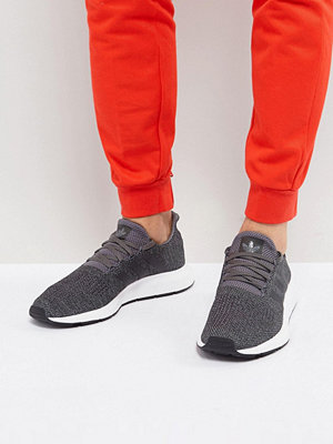 Sneakers & streetskor - Adidas Originals Swift Run Trainers In Grey CG4116