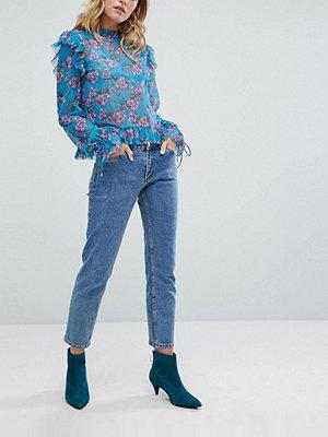Monki Enfärgade korta jeans med raka ben Ljusblå