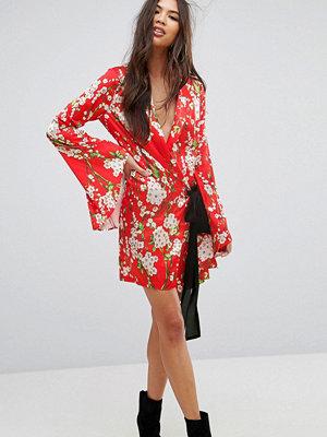 PrettyLittleThing Tie Side Floral Kimono Sleeve Dress