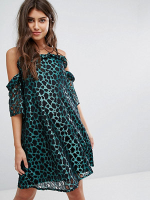 PrettyLittleThing Leopard Print Cold Shoulder Mini Dress