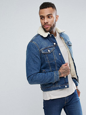 New Look Borg Lined Denim Jacket In Mid Blue Wash