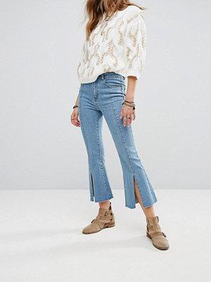 Moon River Front Slit Detail Crop Jeans