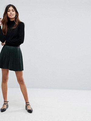 Vero Moda Pleated Metallic Mini Skirt
