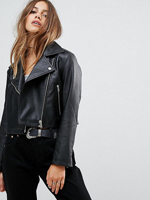 ASOS Petite ASOS DESIGN Petite ultimate leather look biker jacket