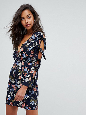 PrettyLittleThing Bow Sleeve Floral Dress