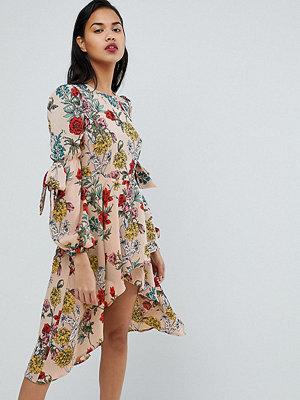 PrettyLittleThing Floral Midi Dress