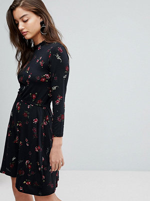 Warehouse Snowdrop Floral Print Skater Dress