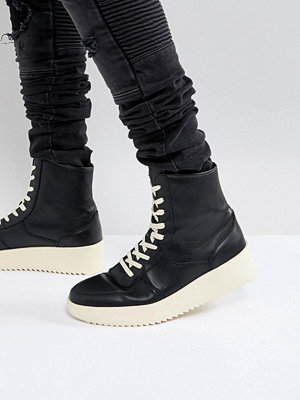 Sneakers & streetskor - ASOS High Top Trainers In Black With Chunky Shark Sole