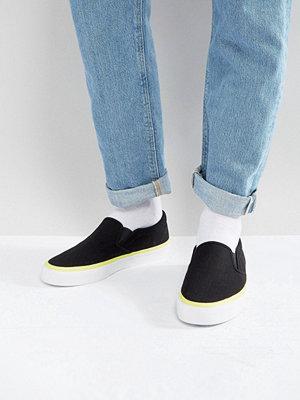 Sneakers & streetskor - ASOS Slip On Plimsolls In Black With Neon Flash