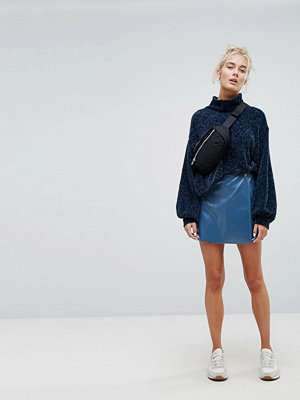 Weekday Vinyl Wrap Front Skirt - Electric blue