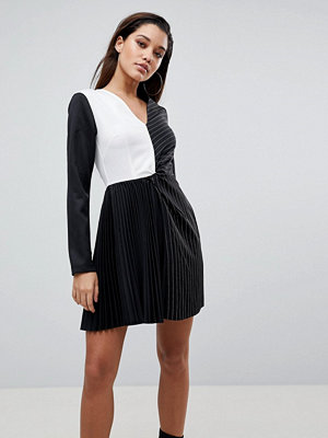 PrettyLittleThing Colour Block Pleated Dress