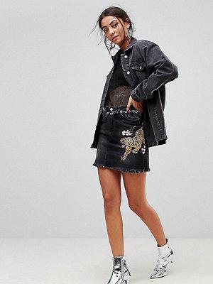 Chorus Tall Tiger Embroidery Raw Hem Denim Mini Skirt