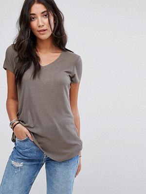 Brave Soul Belinda T-shirt med lång bakdel Timjangrön