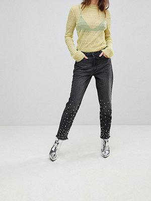 """Chorus Jeans i """"mom jeans""""-modell med pärlor"""