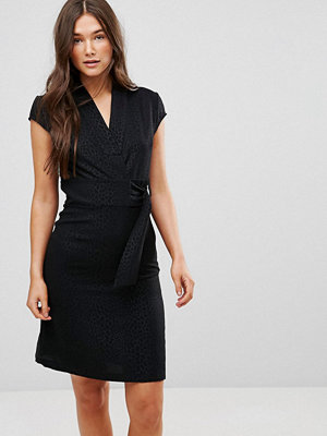 Liquorish Cap Sleeve Animal Jaquard Dress With D-Ring And Attached Belt