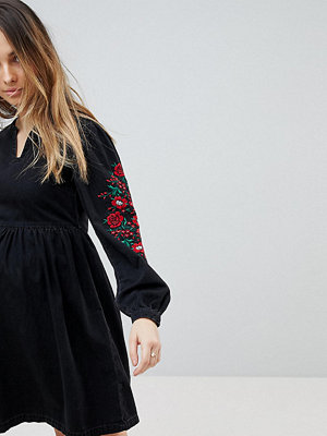 ASOS Maternity ASOS DESIGN Maternity denim smock dress in washed black with embroidery - Washed black