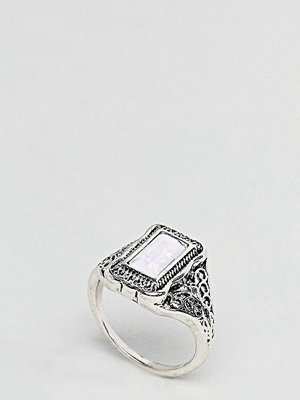 ASOS Curve Rectangle Stone Engraved Ring - Burnished silver