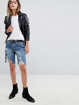 Blank NYC Jeansshorts i boyfriend-modell med slitna detaljer