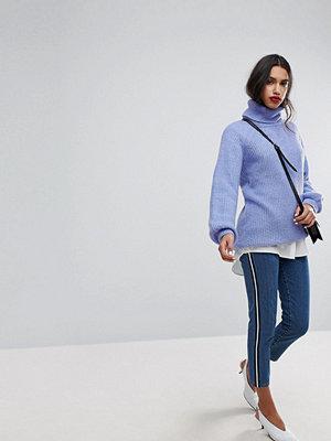 "Vero Moda Blå jeans i ""mom jeans""-modell med rand i sidan"