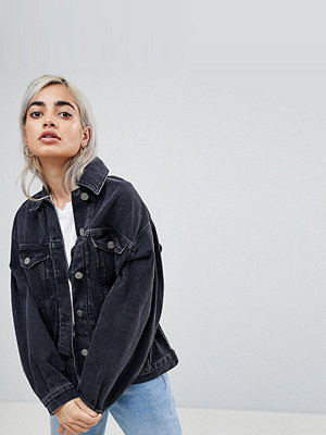 ASOS Petite ASOS DESIGN Petite denim girlfriend jacket in washed black - Washed black