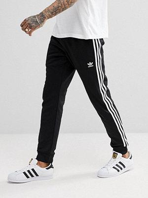 Byxor - Adidas Originals adicolor Superstar Joggers In Black CW1275