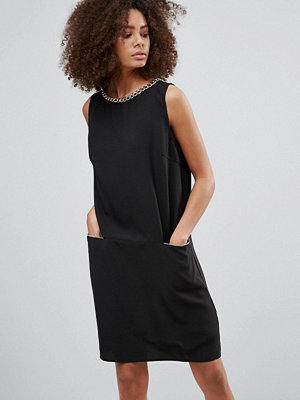 Qed London Shift Dress With Chain Detail