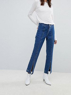 Gestuz Jeans med vida ben och knäppning i fållen Carolyna blå