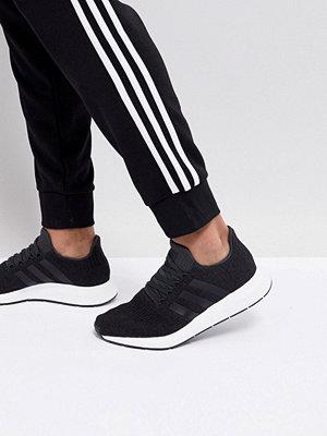 Adidas Originals Swift Run Trainers In Black CQ2114