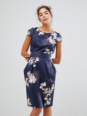 Closet London Cap Sleeve Pencil Dress In Overscale Floral Print