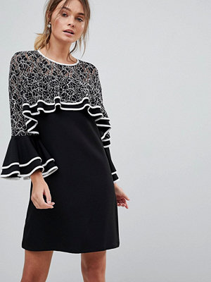 Liquorish Dress With Lace Detail And Frill Sleeves