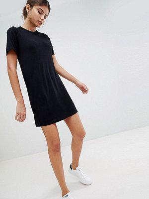 PrettyLittleThing T-Shirt Dress