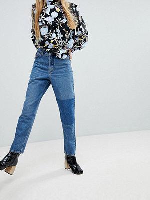 Monki Jeans i mom-modell med påsydd logga
