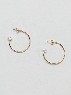 Monki örhängen Pearl Detail Hoop Earrings
