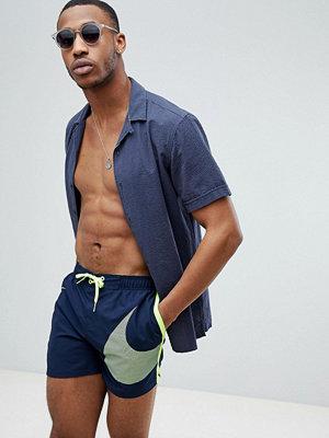 Badkläder - Nike Volley Super Short Swoosh Swim Short In Navy NESS8457-489